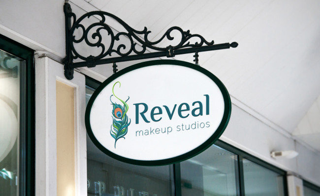 reveal_hanging sign